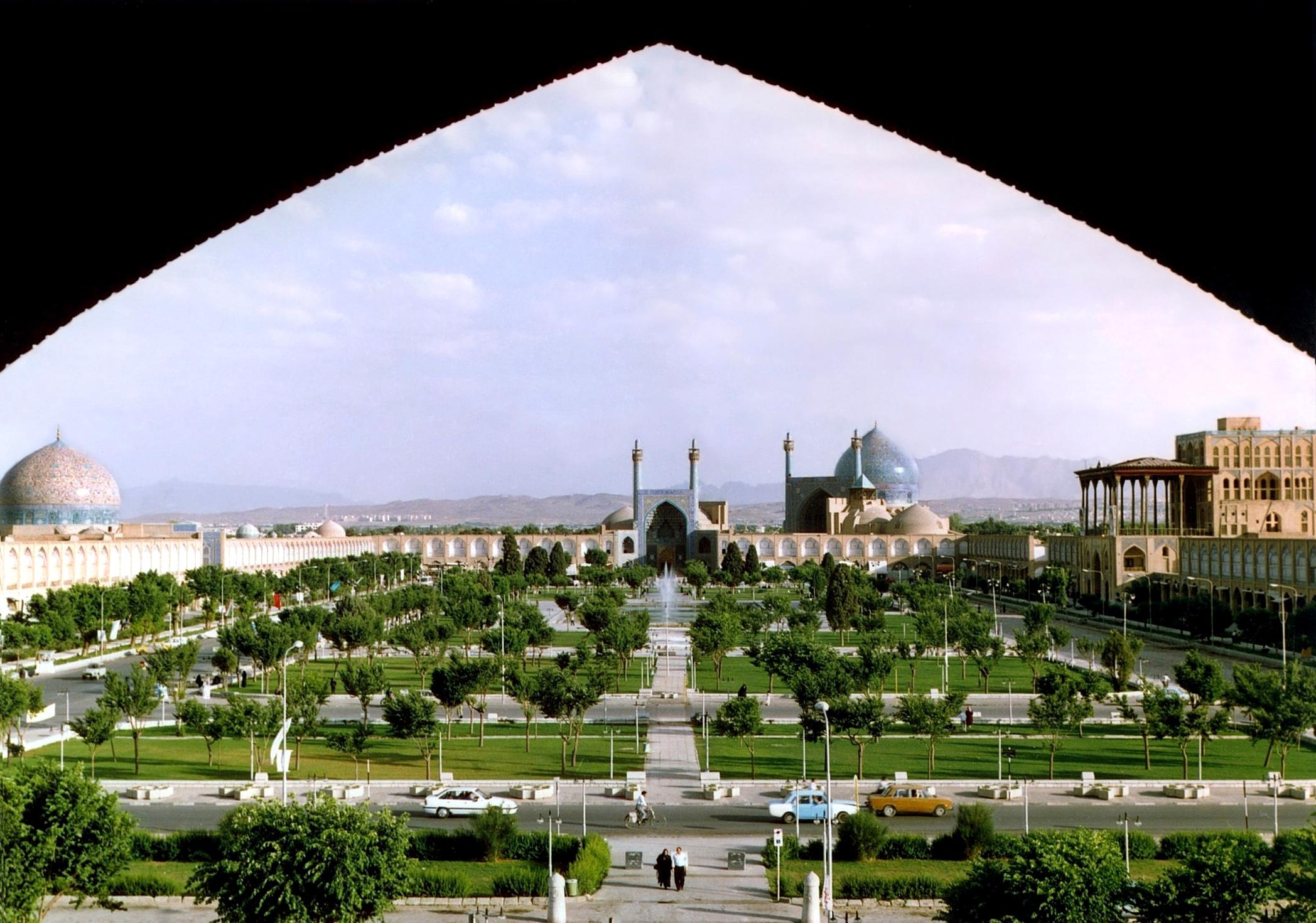 تحلیل و بررسی موقعیت طبیعی و جغرافیایی اصفهان