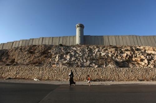 ساخت دیوار حائل در سرزمینهای اشغالی فلسطین