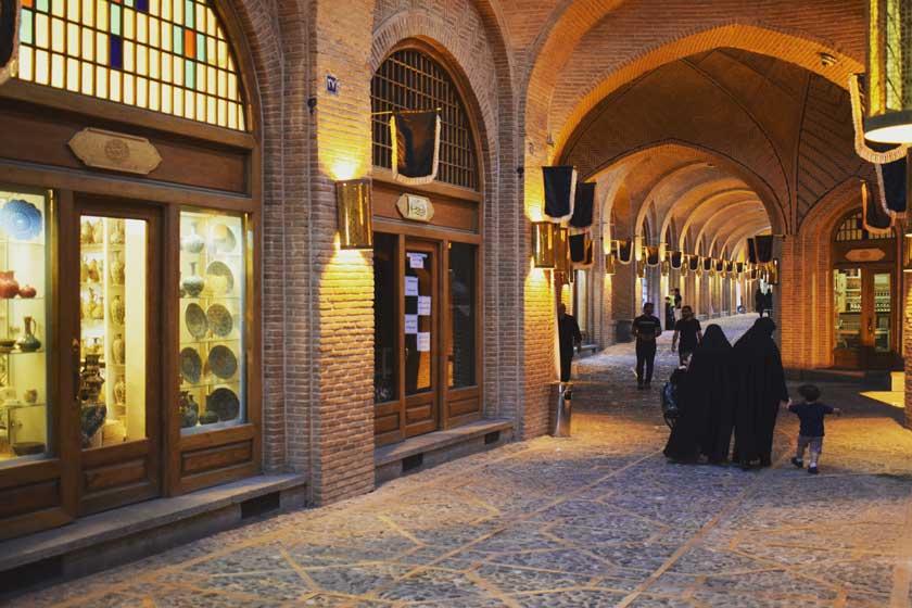 پاورپوینت بررسی عوارض و عوامل مخل در بناهای تاریخی کاروانسرای سعدالسلطنه